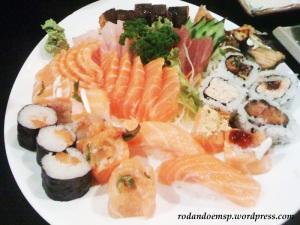Sushis e Sashimis variados (amplie)