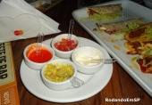 Guacamole, sour cream, salsa e molho peppers (amplie)